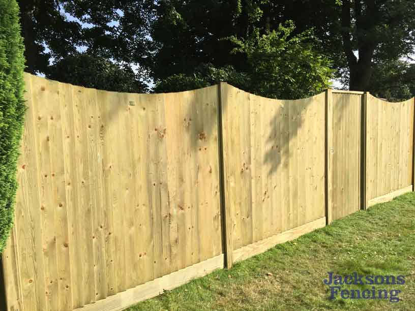 Concave featherboard wooden fencing